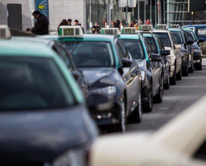 Táxis a gasolina passam a poder deduzir IVA na compra de combustível.