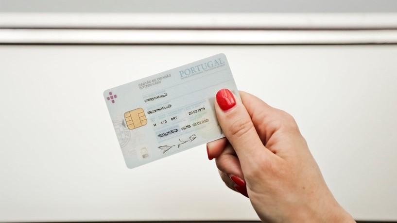 Exigir fotocópia do cartão do cidadão vai mesmo dar multa!