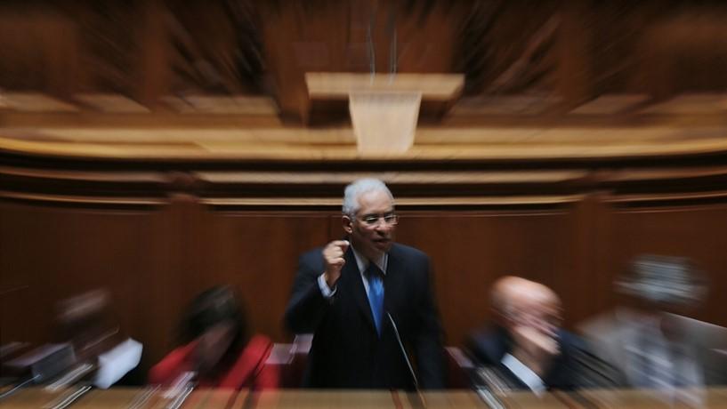 Costa anuncia fim do corte aos subsídios de desemprego mínimos em Junho